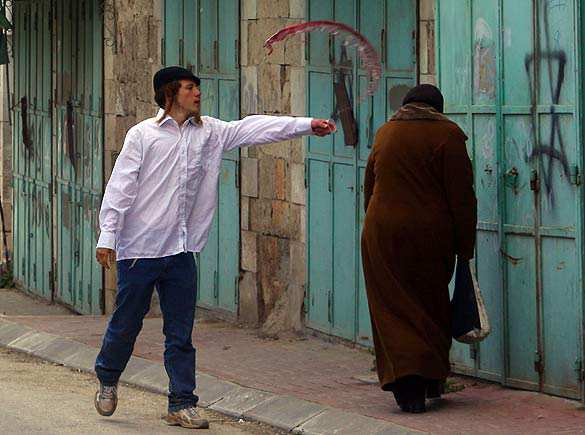?image=Diger/Phalestine.JEWISH SETTLER THROWS WINE AT A PALESTINIAN WOMAN.jpg