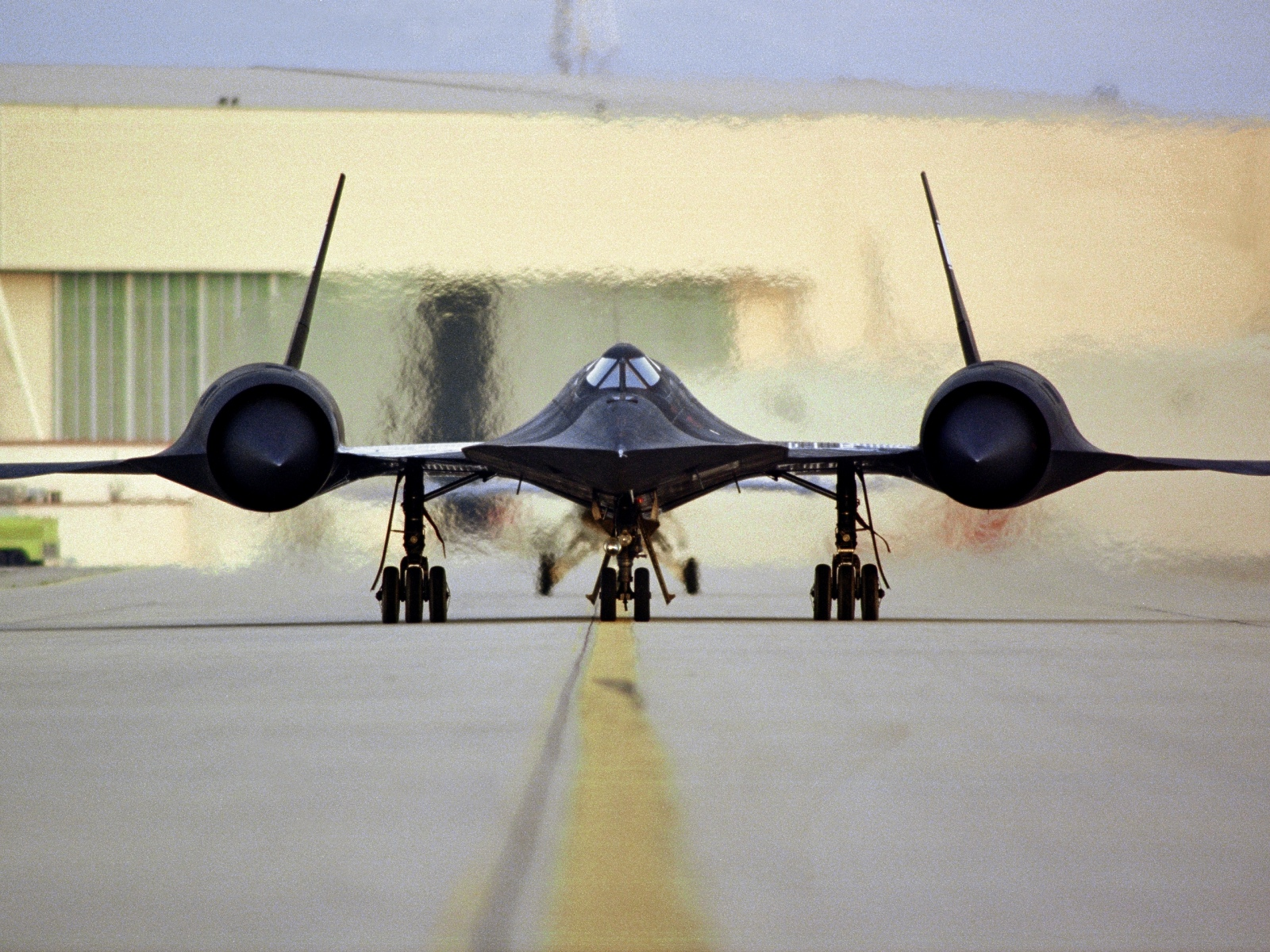 ?image=Diger/SR-71 - Taxi on Ramp -2.jpg