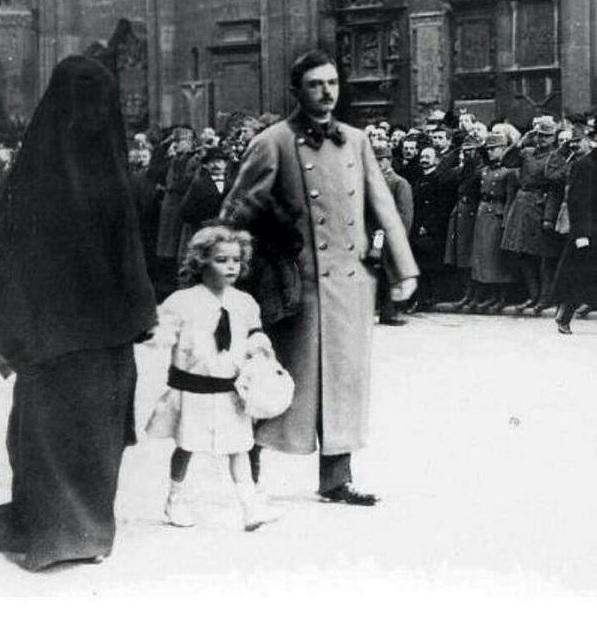 """1916,Viyana,Avusturya.Kral ve HANIMI.Tabiiki Musluman degiller """"Kralice"""" oldugu icin kıymetli!!"""